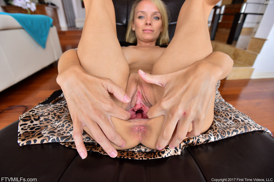horny mature pussy spread