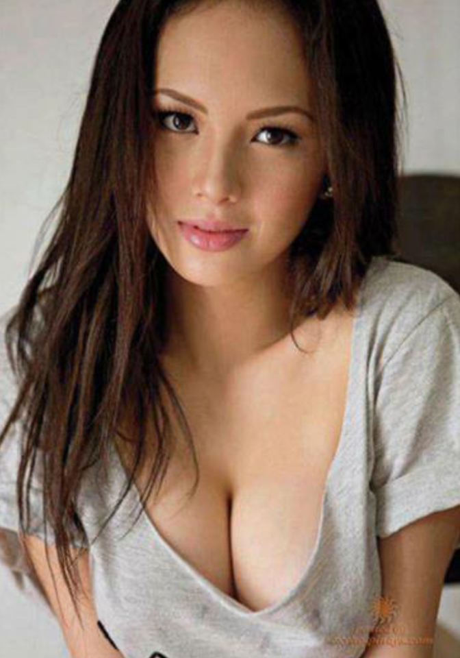 Sexy cleavage photos